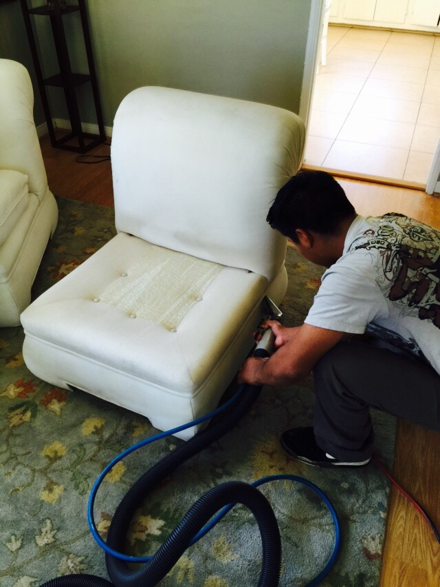 Diy Upholstery Cleaning Carpet Cleaning Sylmar CA : sofa cleaning 6 from carpetcleaningsylmar.com size 640 x 852 jpeg 155kB